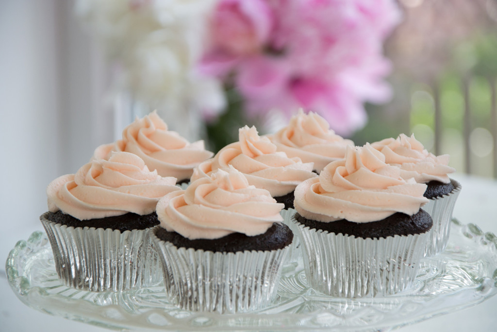 Chcolate-Cupcakes-with-Raspberry-Frosting