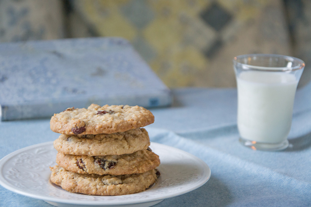Raisin-Cinnamon-Oatmeal-Cookies