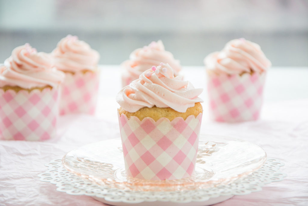 Vanilla-Cupcake-with-Strawberry-Frosting